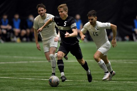 Noah Jensen attacking versus Cleveland State. Oakland won 3-2 against the vikings, and the Golden Grizzlies improved to 5-0 at home.