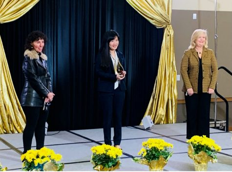 Assistant Professor Chiaoning Su receives the 2021 Excellence in Teaching Award.