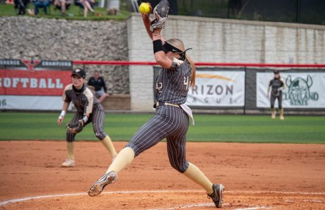 Sydney Campbell winding up to pitch against Youngstown State in the Horizon League Softball Semifinals.