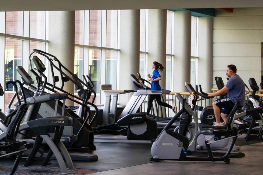Students+working+out+at+OU%27s+rec+center.+The+center+is+open+to+members+of+the+campus+community.