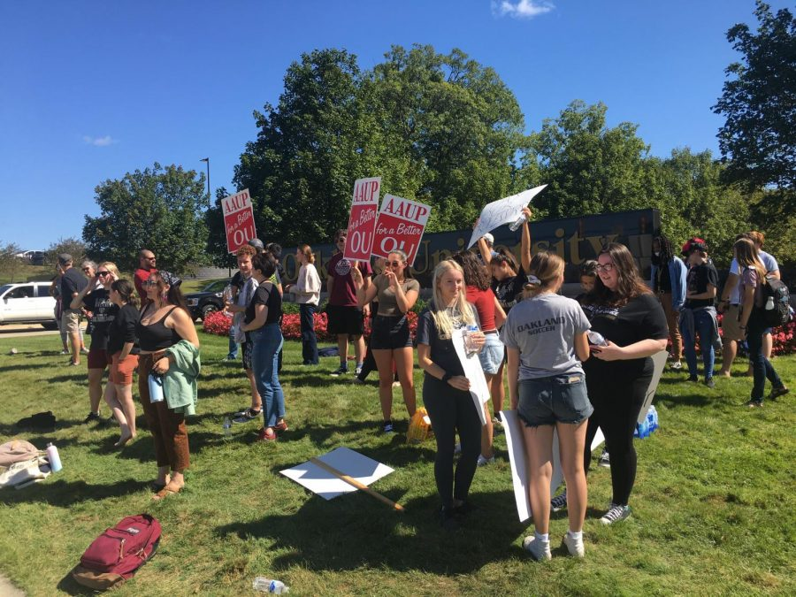 Picketers+gathered+near+the+Squirrel+Road+entrance+of+OU+on+the+first+day+of+classes+on+Thursday%2C+Sept.+2.+