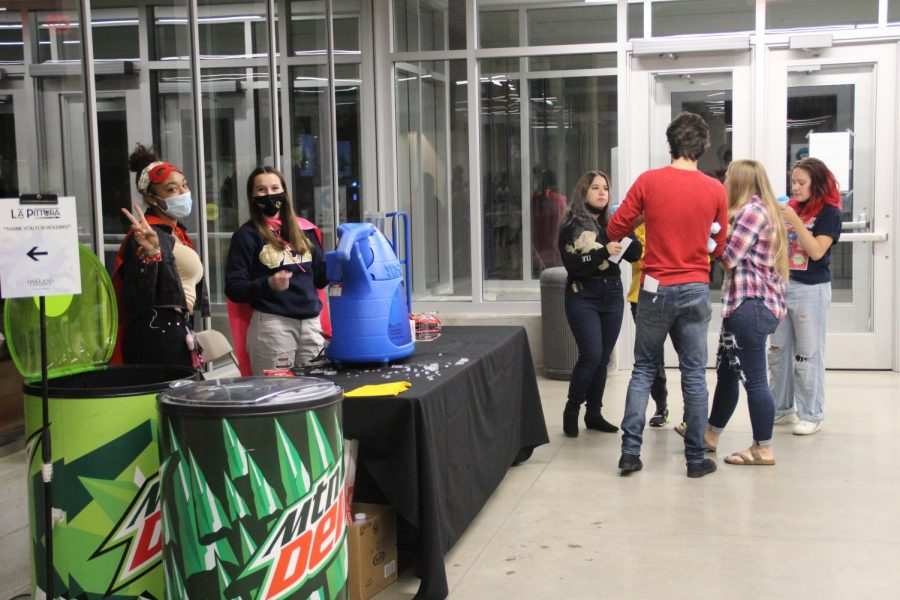 Students mingling during Fridays All Night Party. The OSI-hosted event featured movie screenings, games and lots of food.